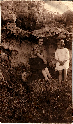Eileen and Lavinia Luxton, February 1922, Bermuda