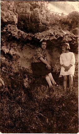 Eileen and Lavinia Luxton, February 1922, Bermuda