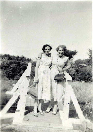 Jean Wright and Daphne Luxton