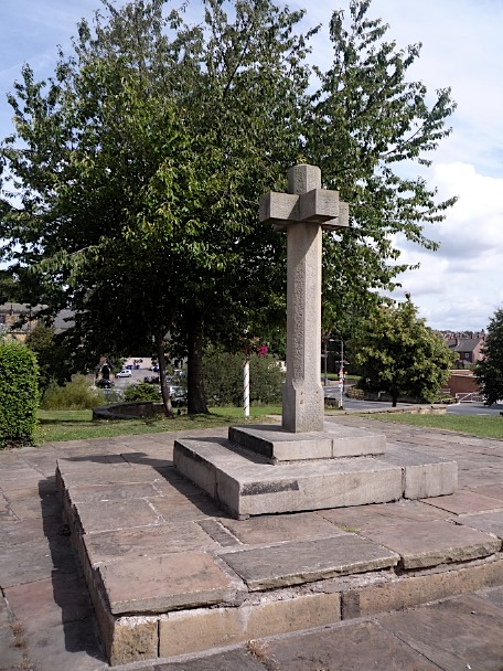 Replica of Rothwell's market cross, thought to be close to the site of the original medieval cross, August 2011