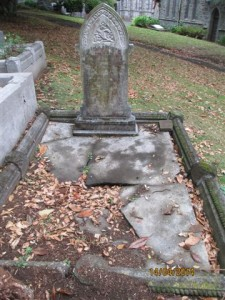 George & Elizabeth's grave, before repairs (Image: John Pickering)