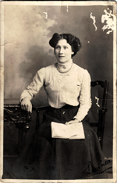 Postcard sent to Private A. Wright, from his sister Lavinia