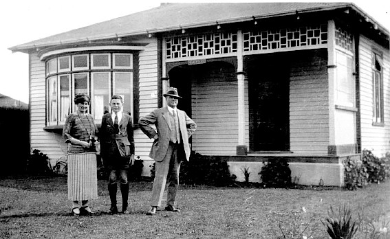 Margaret, Dominic and Peter Gaffaney, Mill Road, Waimate