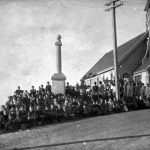 Roseneath war memorial, surrounded by pupils of Roseneath School, 1925